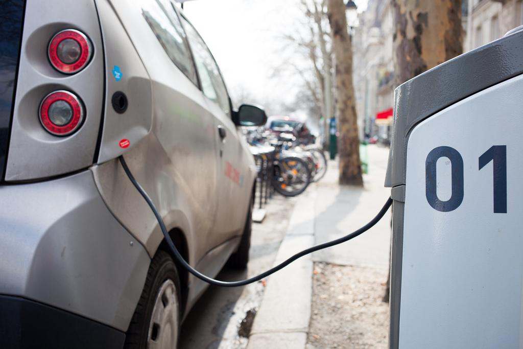 ladowanie-auta-elektrycznego